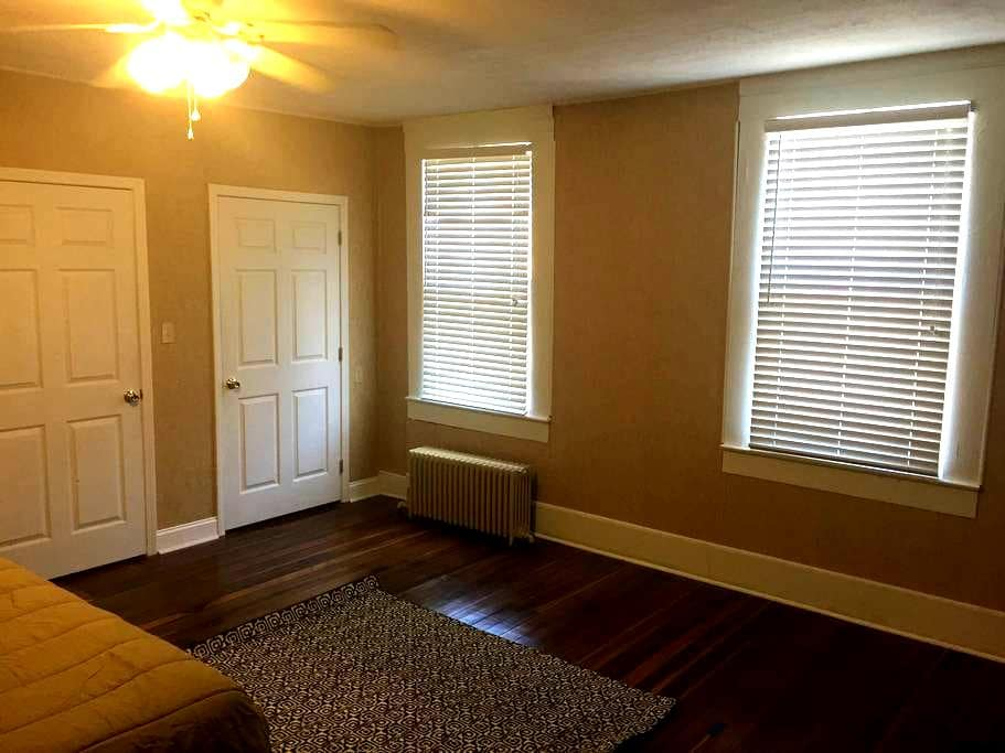 The Honey Hole Loft - Bardstown - Appartement