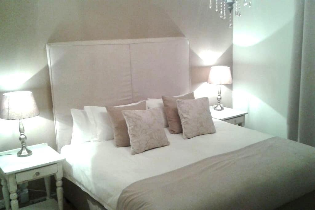 Large Double room with King bed - Knysna - Huis