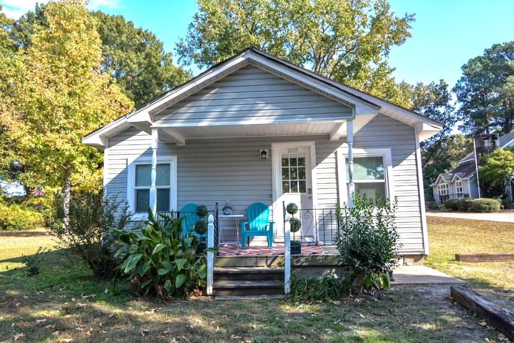 Charming Cottage in a great location - Jacksonville