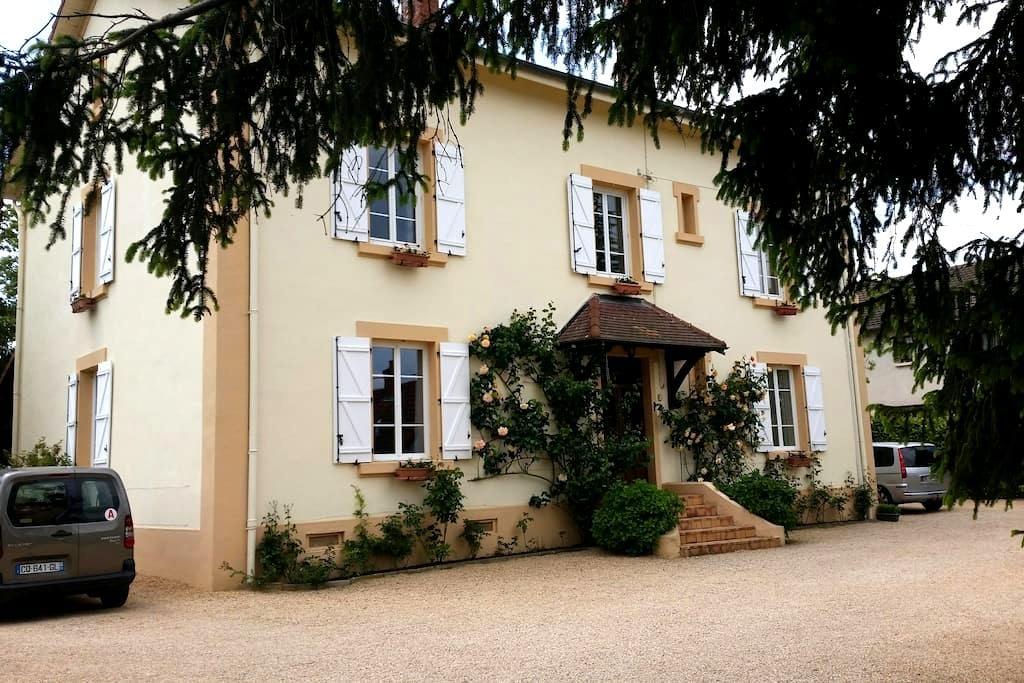 Chambre calme 20 m²,  lit 140 x 200 - Paray-le-Monial - Talo