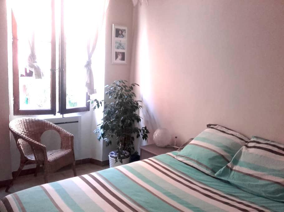 chambre dans un appartement atypique et calme. - Tolón - Bed & Breakfast