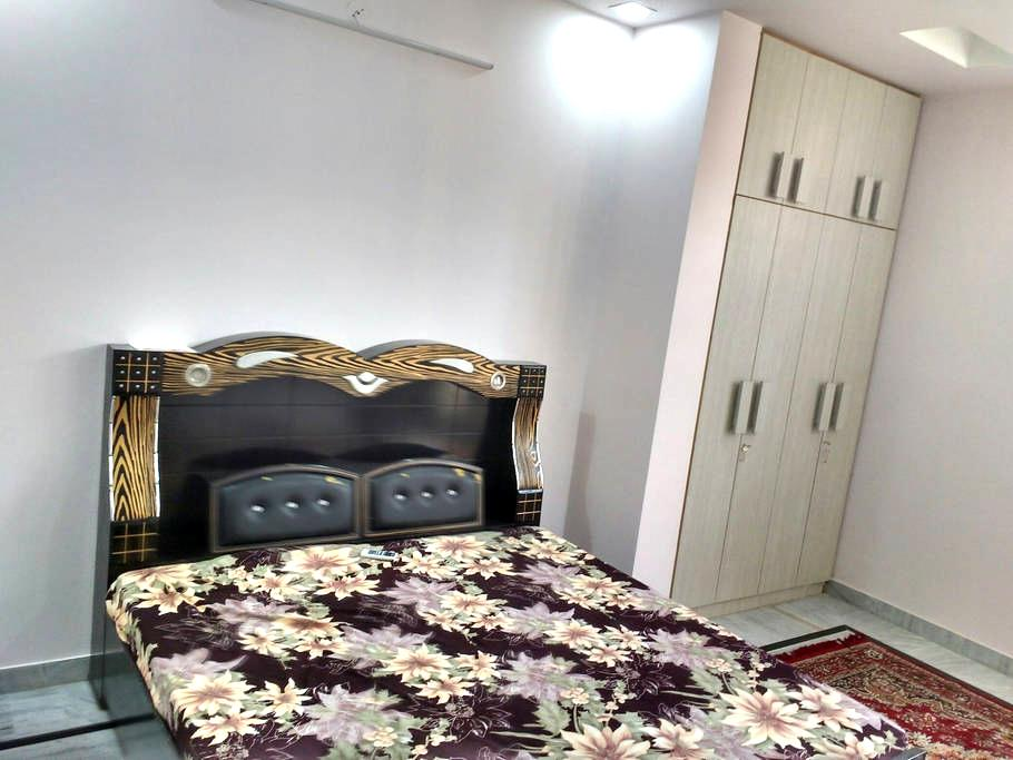 AC Room with parking area - Jaipur - House