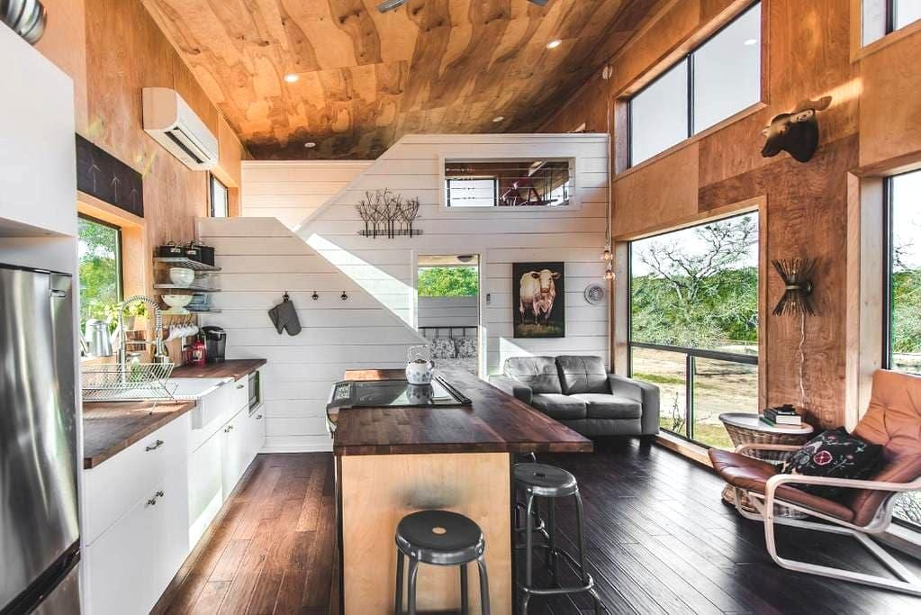 Modern Hill Country Tiny Cabin #3, sleeps 5 - Dripping Springs