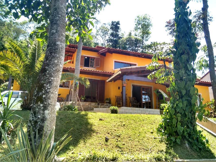 Casa de Campo em Condomínio Fechado com piscina!!! - Ibiúna