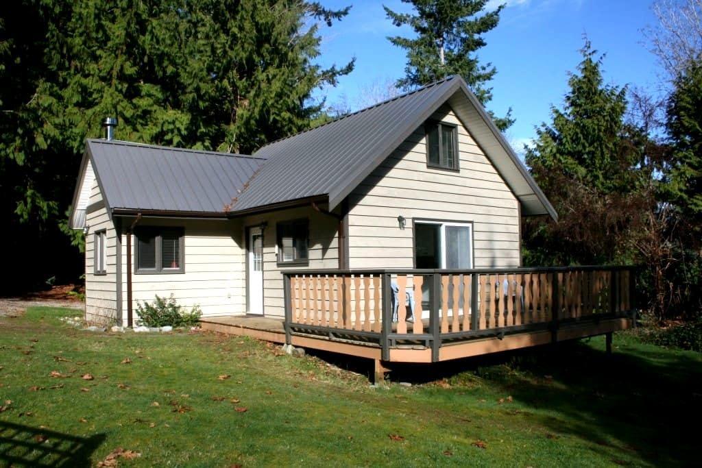 Old Mahood Road Cottage - Powell River - Stuga