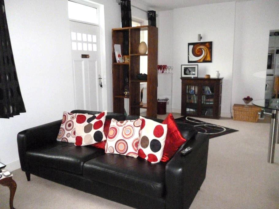 Close to City Centre and peaceful. - Cardiff - Hus