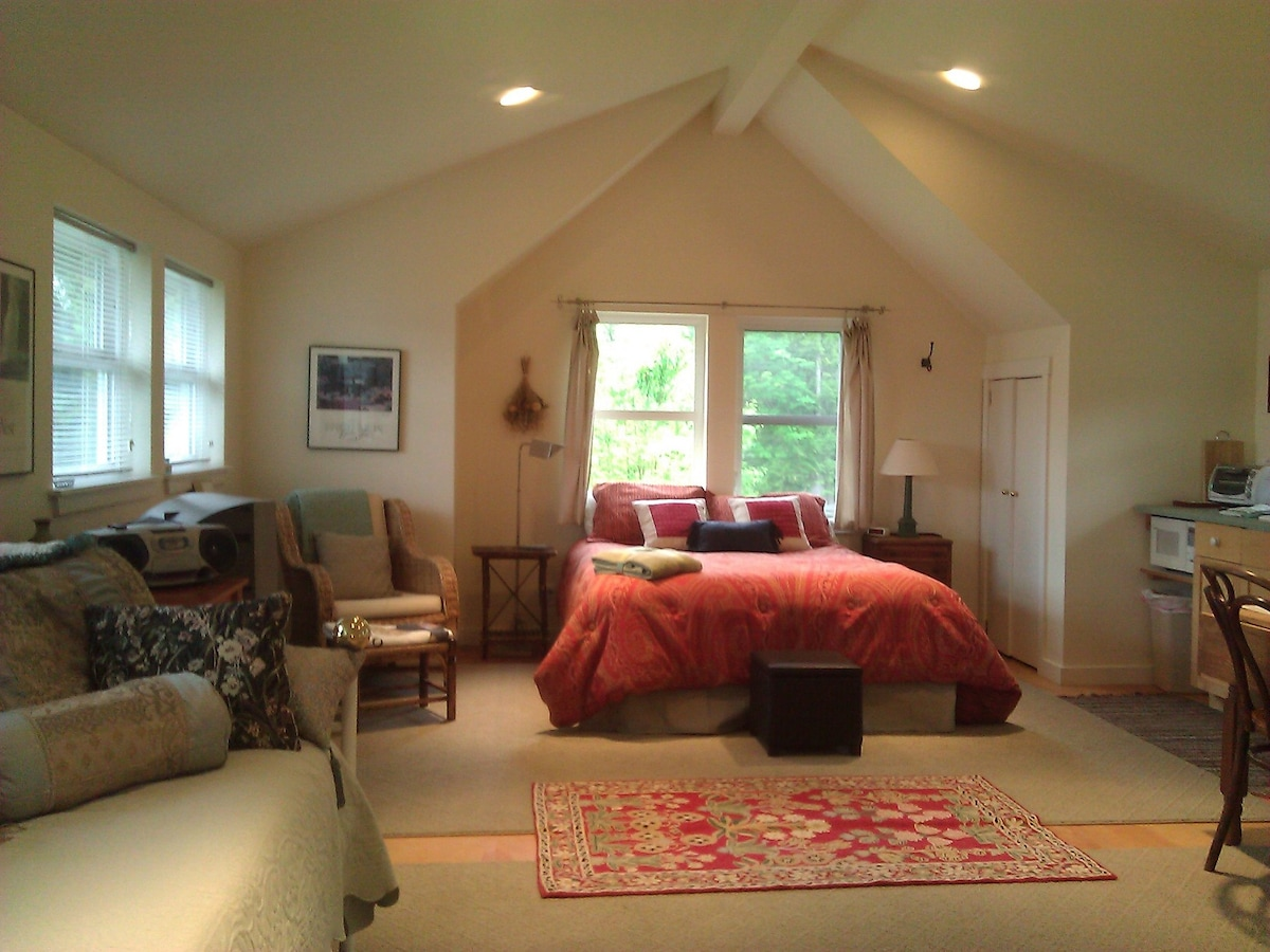 Poulsbo Waterfront Studio Apt.