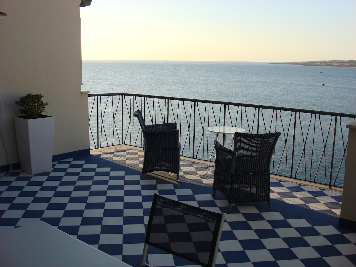Ortigia lovely suite seafront