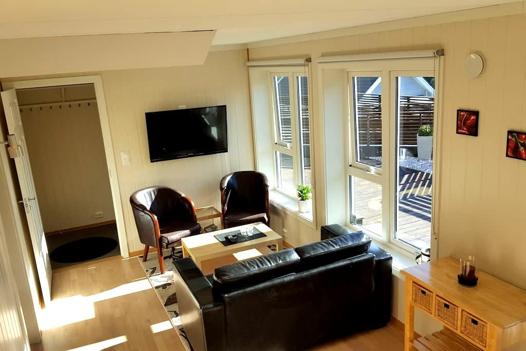 3 room apartment in quiet area - Grimstad - Apartamento