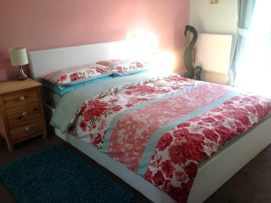 Holdgate 3 - Beautiful family home - Ludlow - Bed & Breakfast