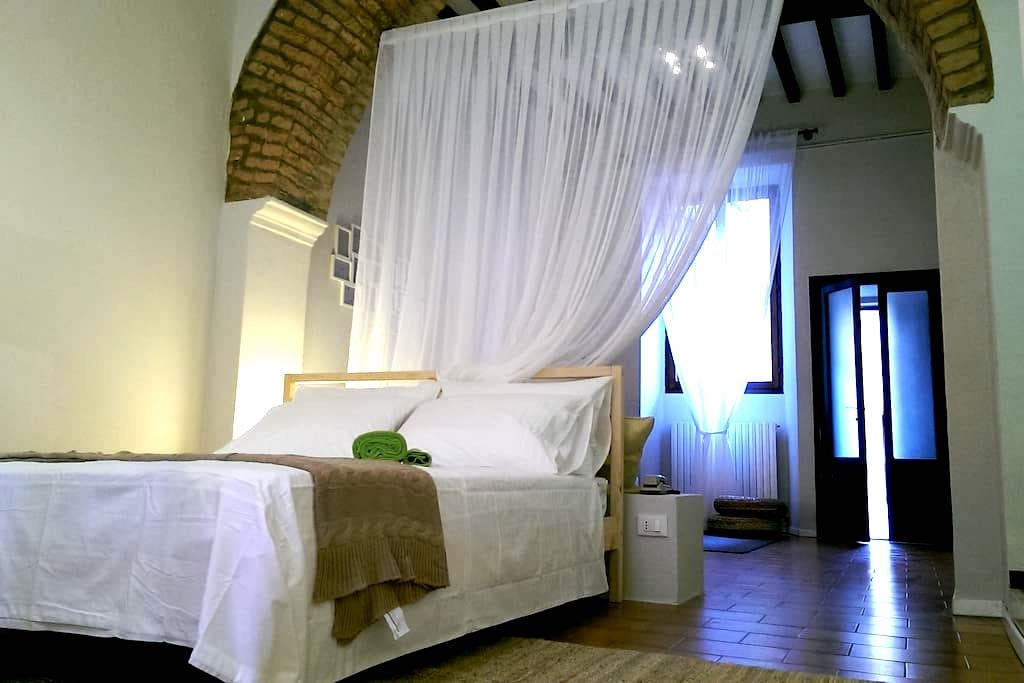 """""""il cortile degli archi""""- in centro - Cremona - Apartamento"""