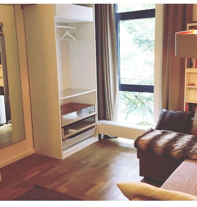 Beautiful Room in 130qm Flat in St.Georg (HBF) - Hamburg - Lägenhet