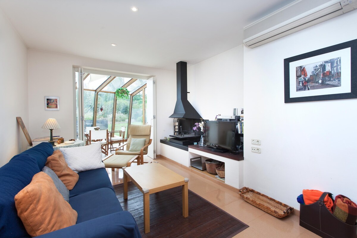 Modern design house close to Girona