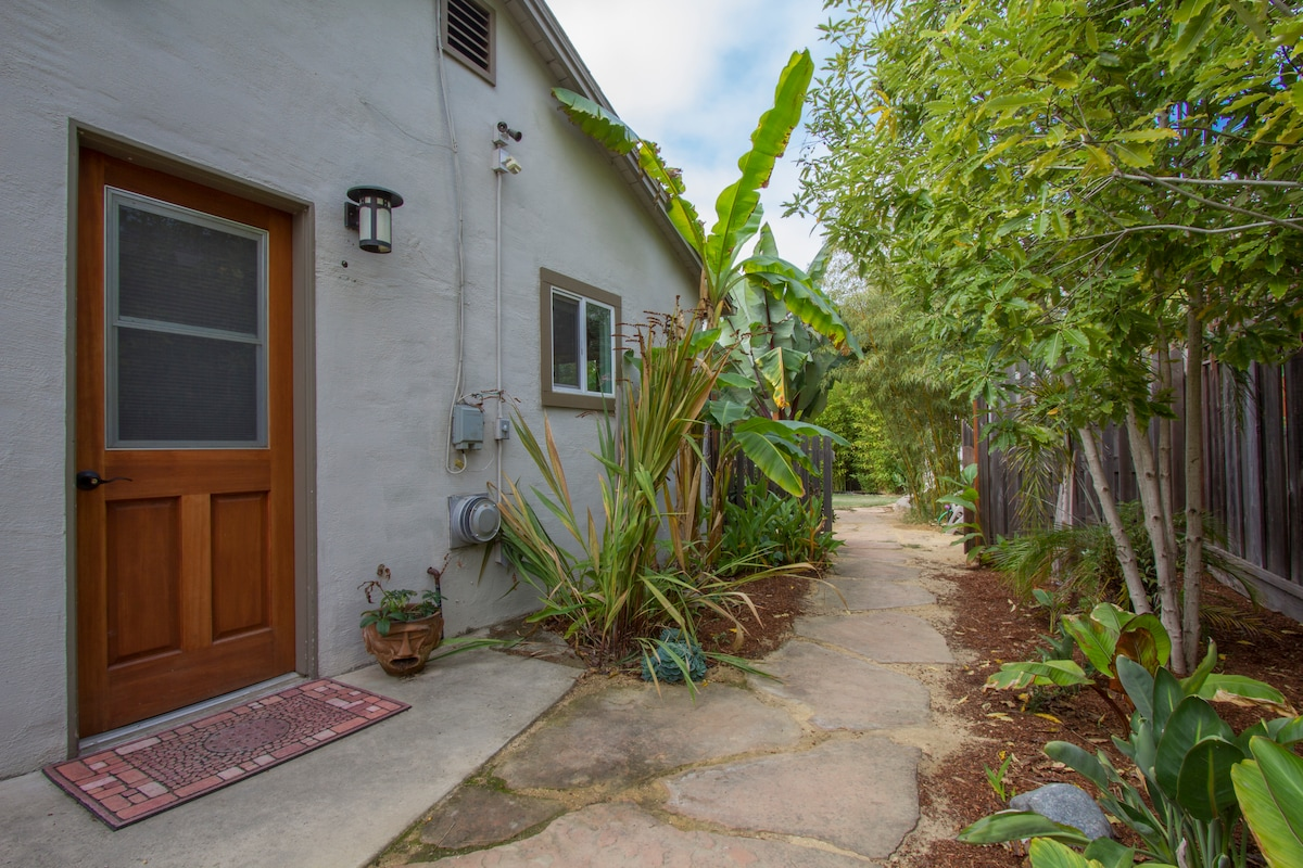 Private entrance and walkway to backyard