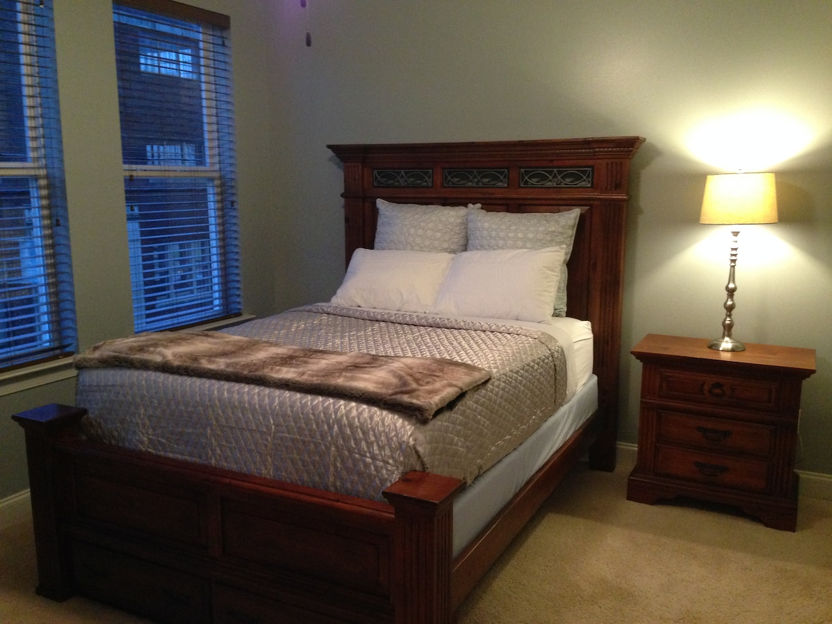 3 blocks to Beale,Suite w/QUEEN bed