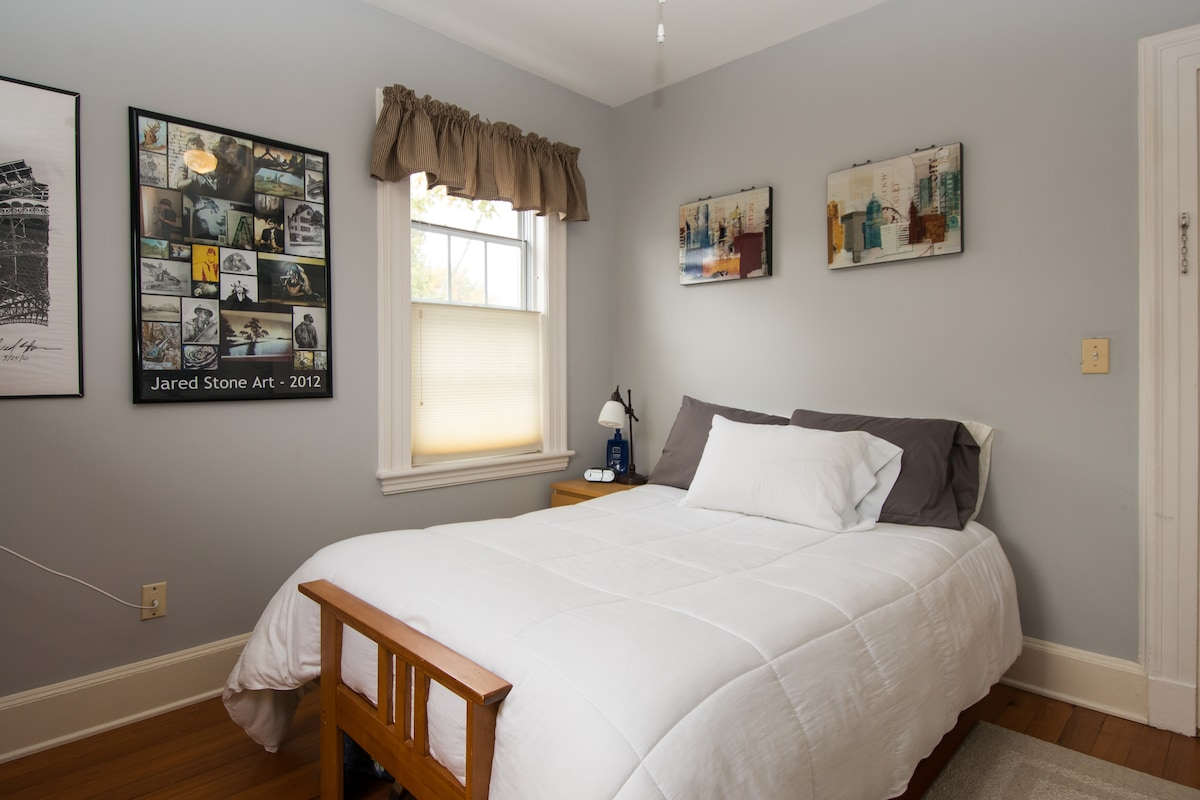 Another view of the double bed guest room.