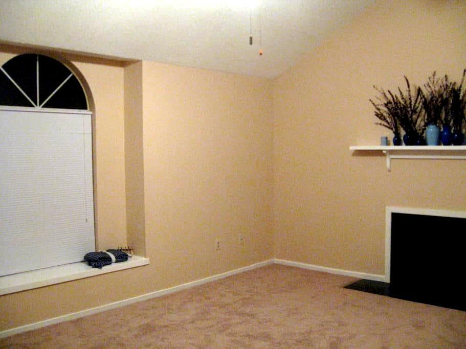 Clean, safe rooms and living area - Goose Creek - Penzion (B&B)