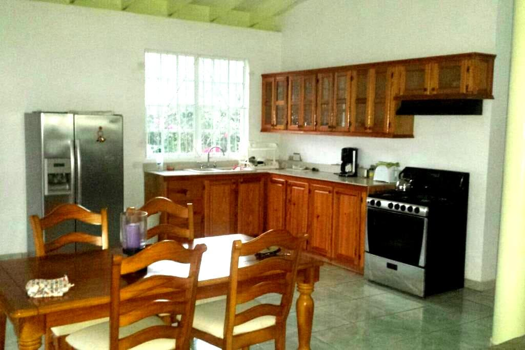 Luxurious  Caribbean Guesthouse - close to beach - Calibishie - House