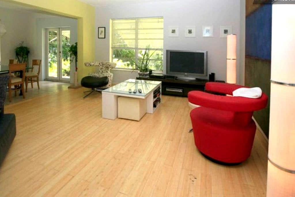 spacious house, good atmosphere - Biscayne Park