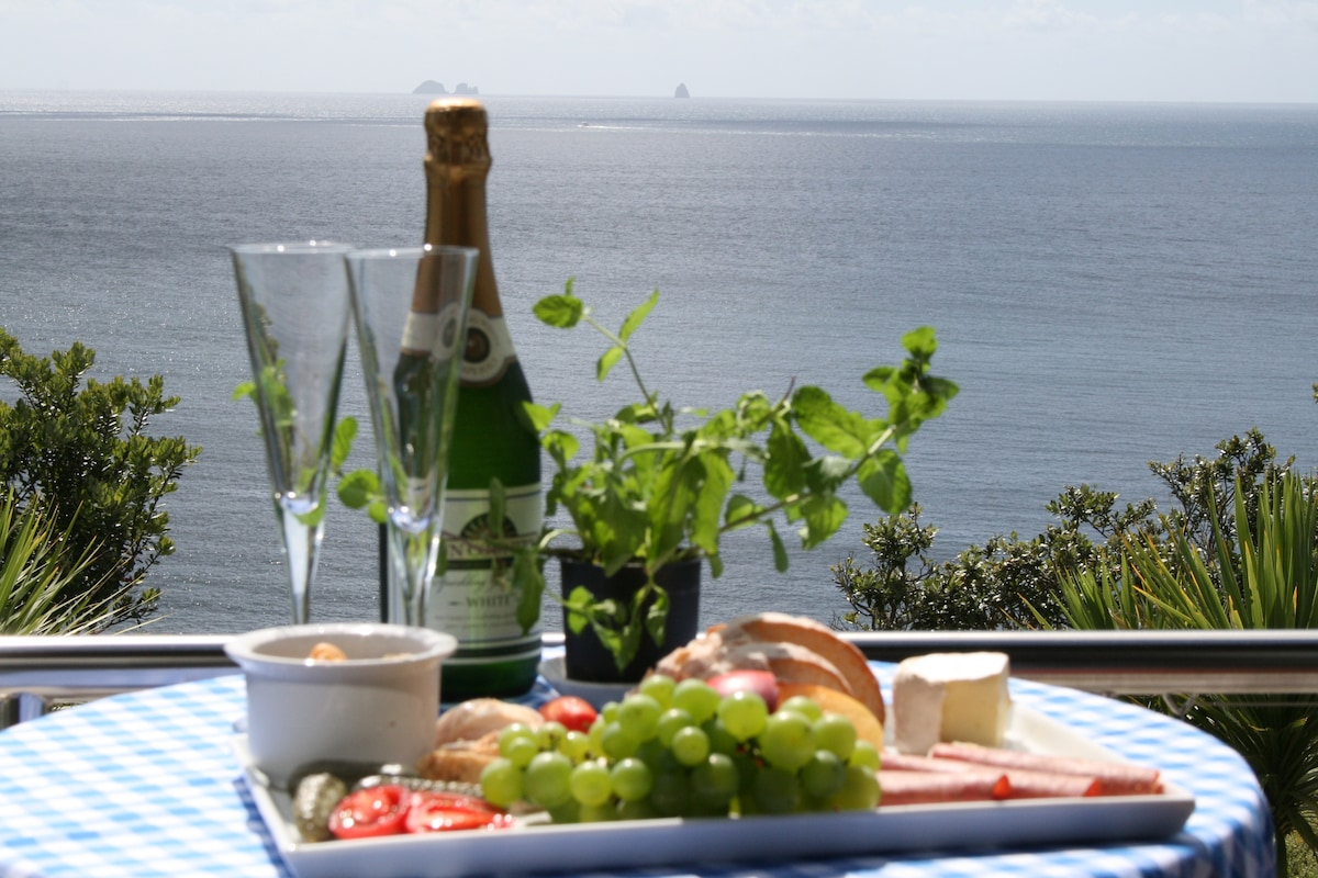 A light lunch and refreshments as you watch the boats come in from your deck