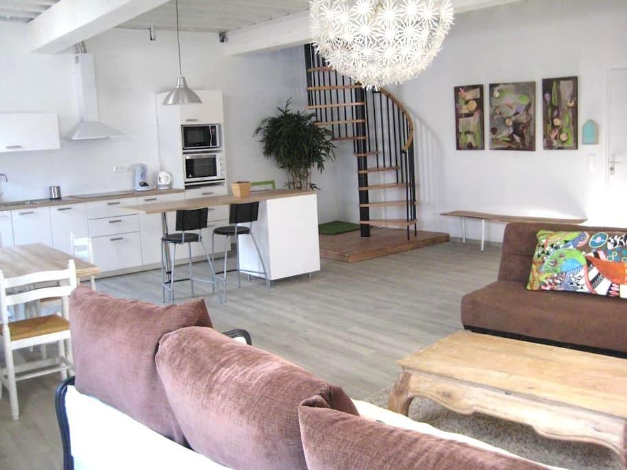 Bel appartement ensoleillé coeur de Saint Macaire - Saint-Macaire - อพาร์ทเมนท์
