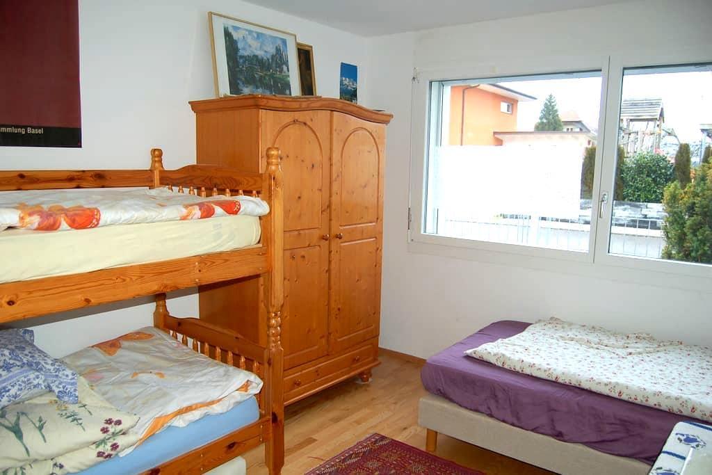 14 m2 + access to big flat - Wünnewil-Flamatt - Lägenhet