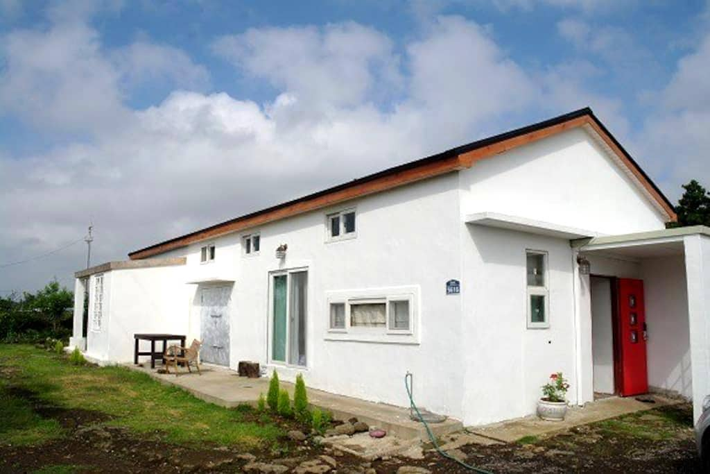 아뜰리에 하우스(크레용집) - Seogwipo-si - House