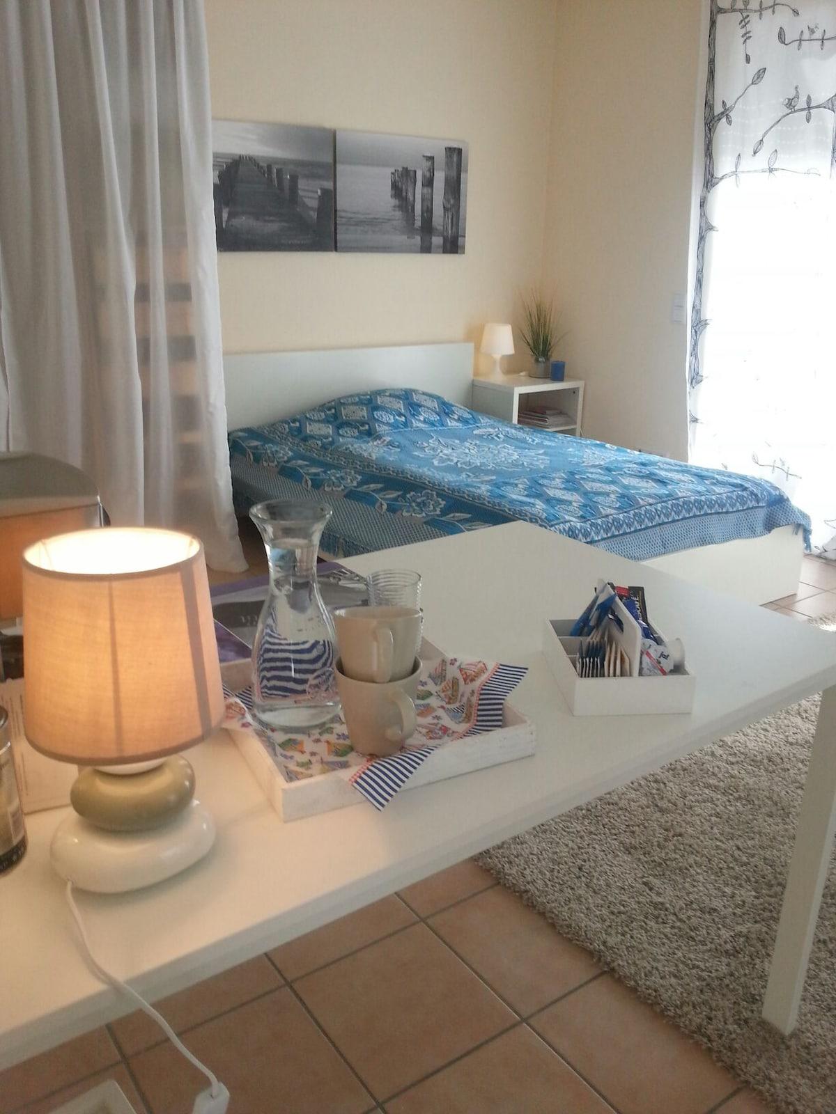 Großzügiges und helles Zimmer