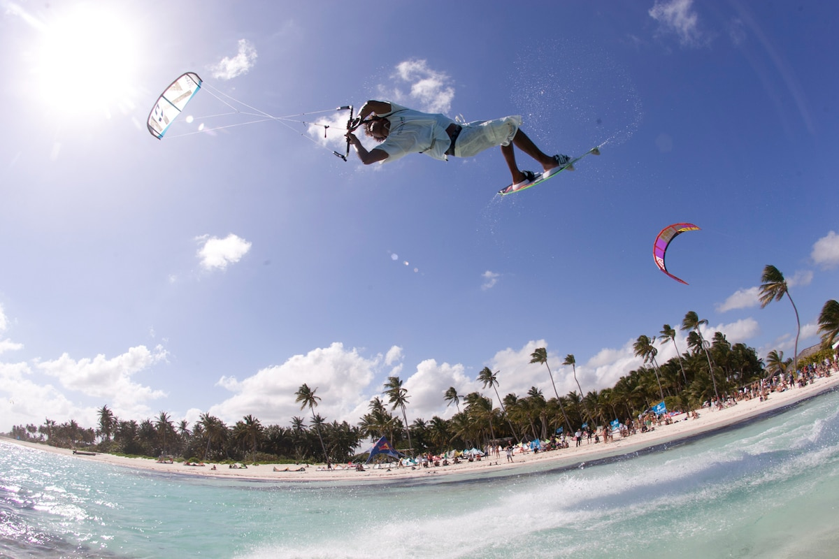 This why kiting is considered an extreme sport!  BIG AIR WITH LOTS OF HANG TIME.