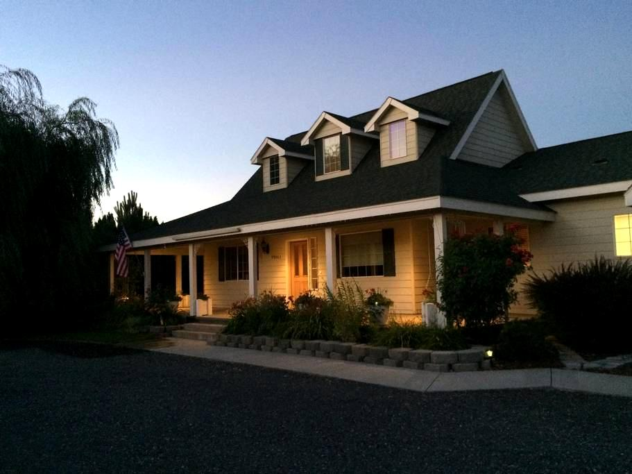 Sunny Country Home by 14 Red Mt Wineries - West Richland