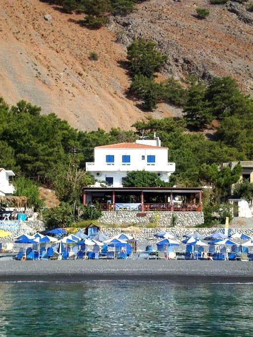 Gigilos sea view rooms,Agia Roumeli - Αγία Ρούμελη - Bed & Breakfast