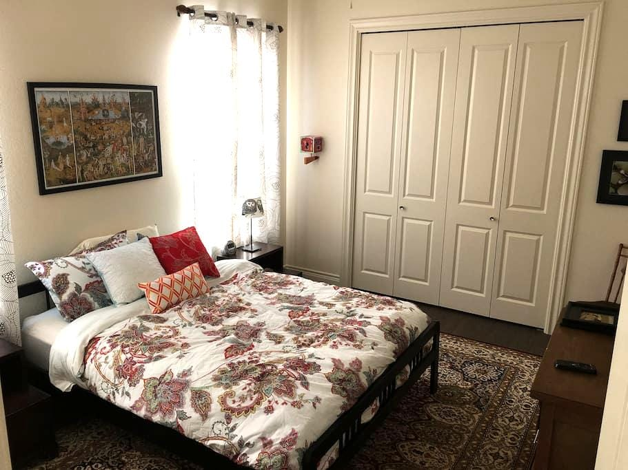 Private Room in Lost Pines Area, 25 Min to Austin - Bastrop