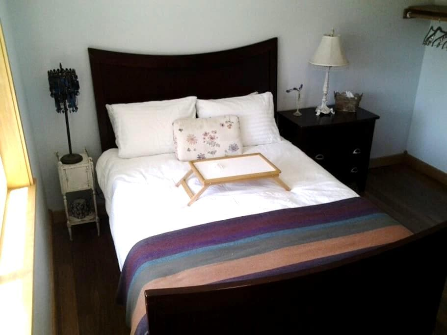 1 BR Suite + Contl Breakfast - Medford - House