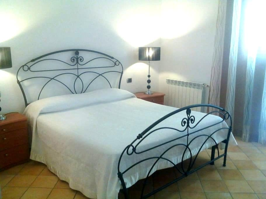 Luminoso Appartamento - Barcellona pozzo di gotto - Wohnung