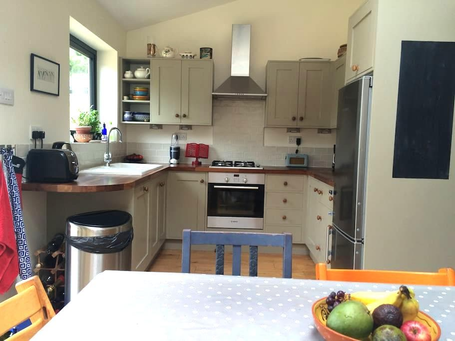 Modernised house with big garden and ample parking - Kidlington