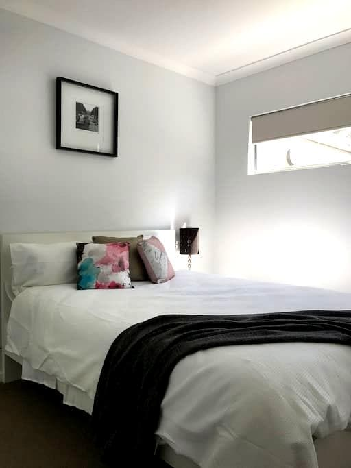 Fresh modern unit close to Airport and City - Belmont - Vila
