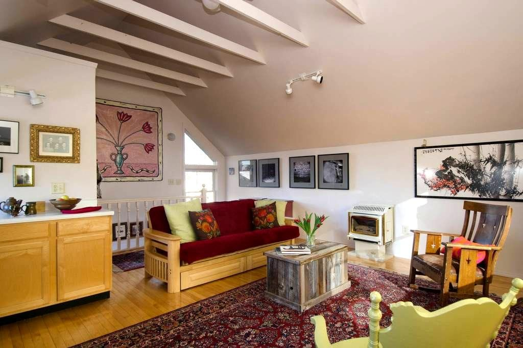 Colburn House Studio with Sun - Bozeman - Apartment