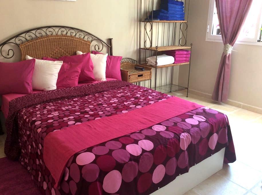 Lovely room for rent in nice house. - Castillo Caleta de Fuste - House