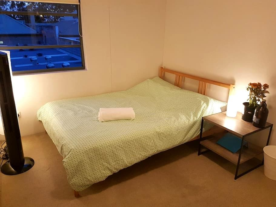 Cosy bright room, close to Redfern Station - Redfern
