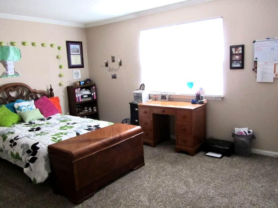 Clean cozy apartment in Spartanburg - Spartanburg