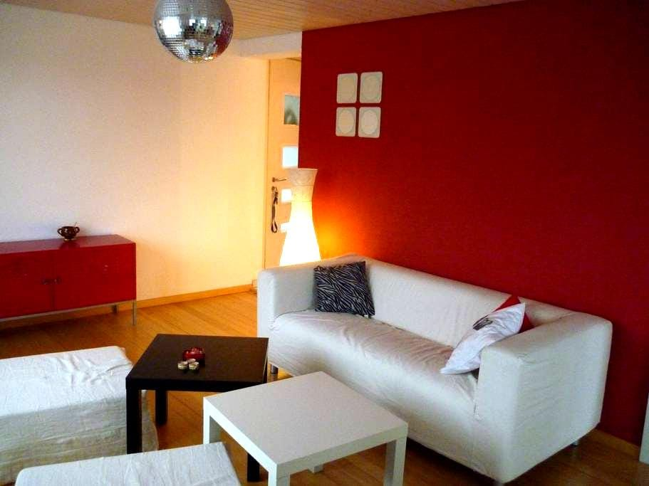 Nice apartment in a quiet area - Wünnewil - Appartement