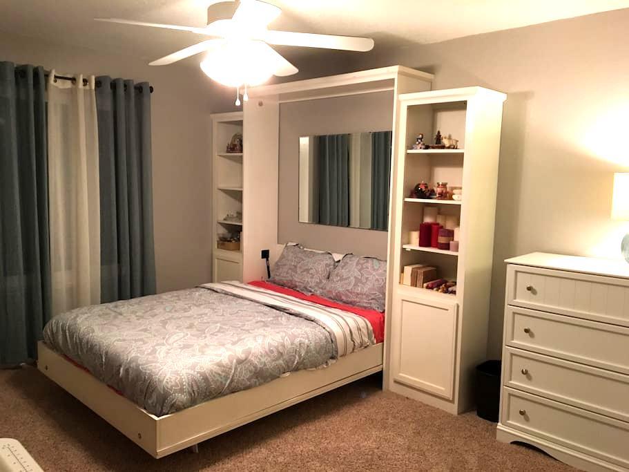 Large private room in Orangevale - Orangevale - Rumah