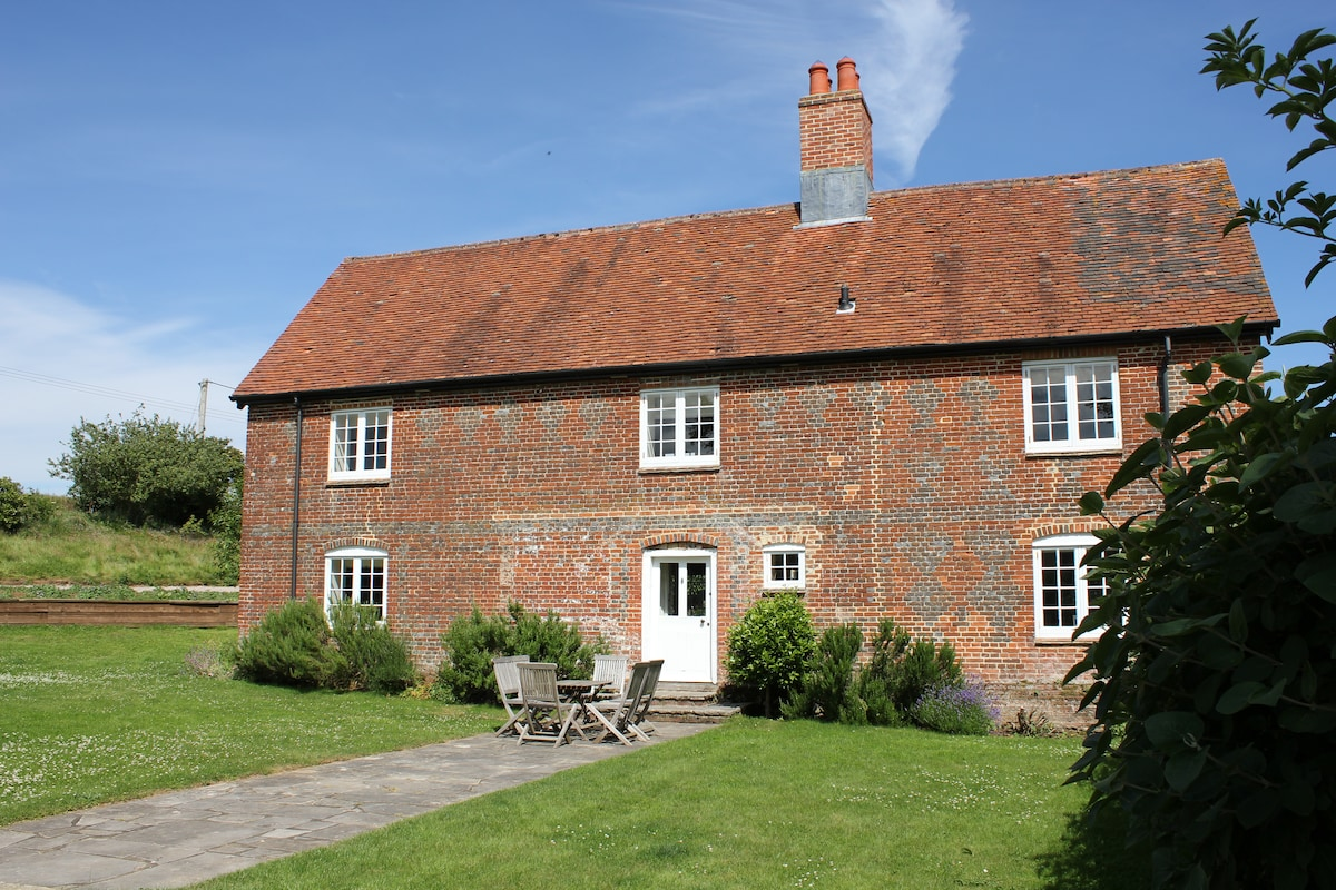 Large farmhouse centrally located