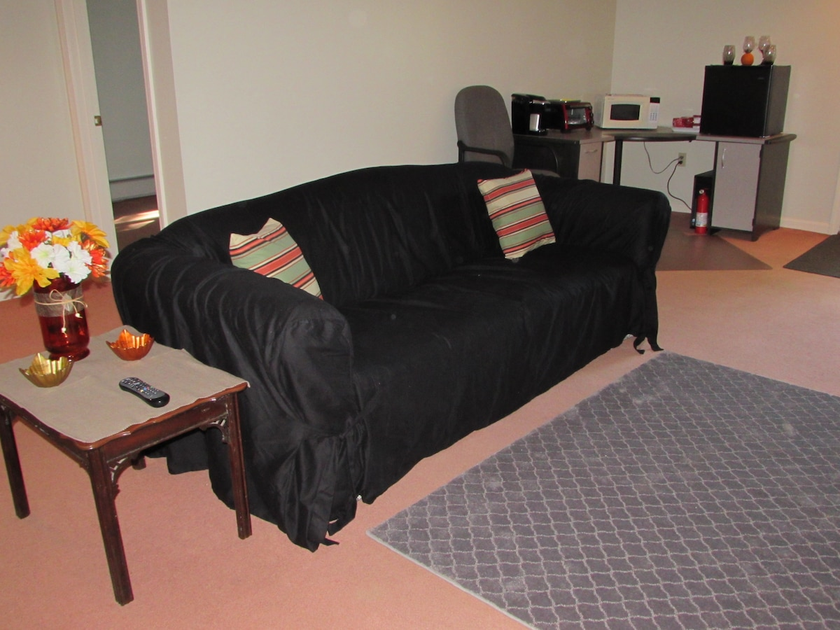 3 Room Suite w/Private Entrance