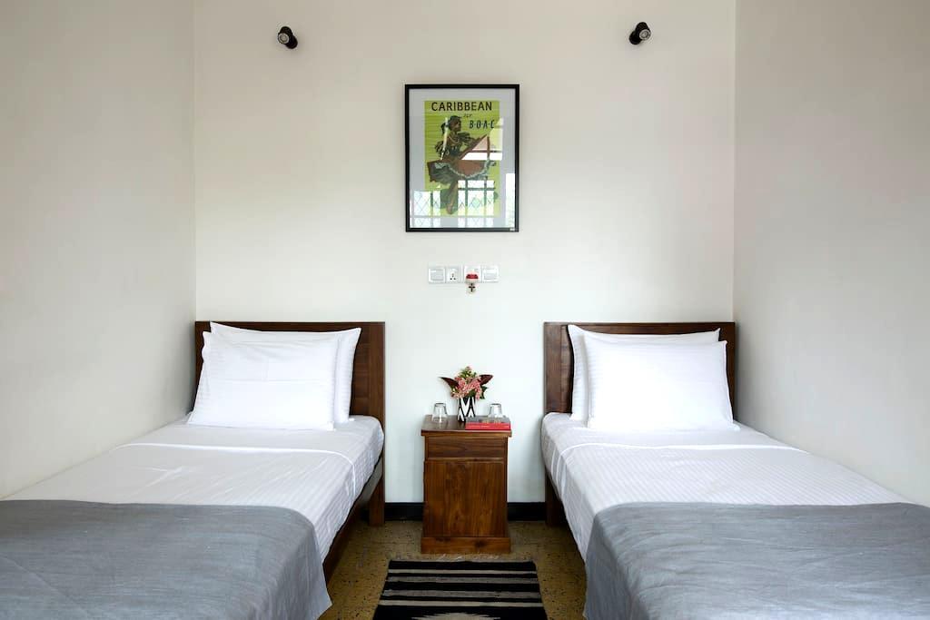 Black Cat B&B Twin Room - Colombo - Bed & Breakfast