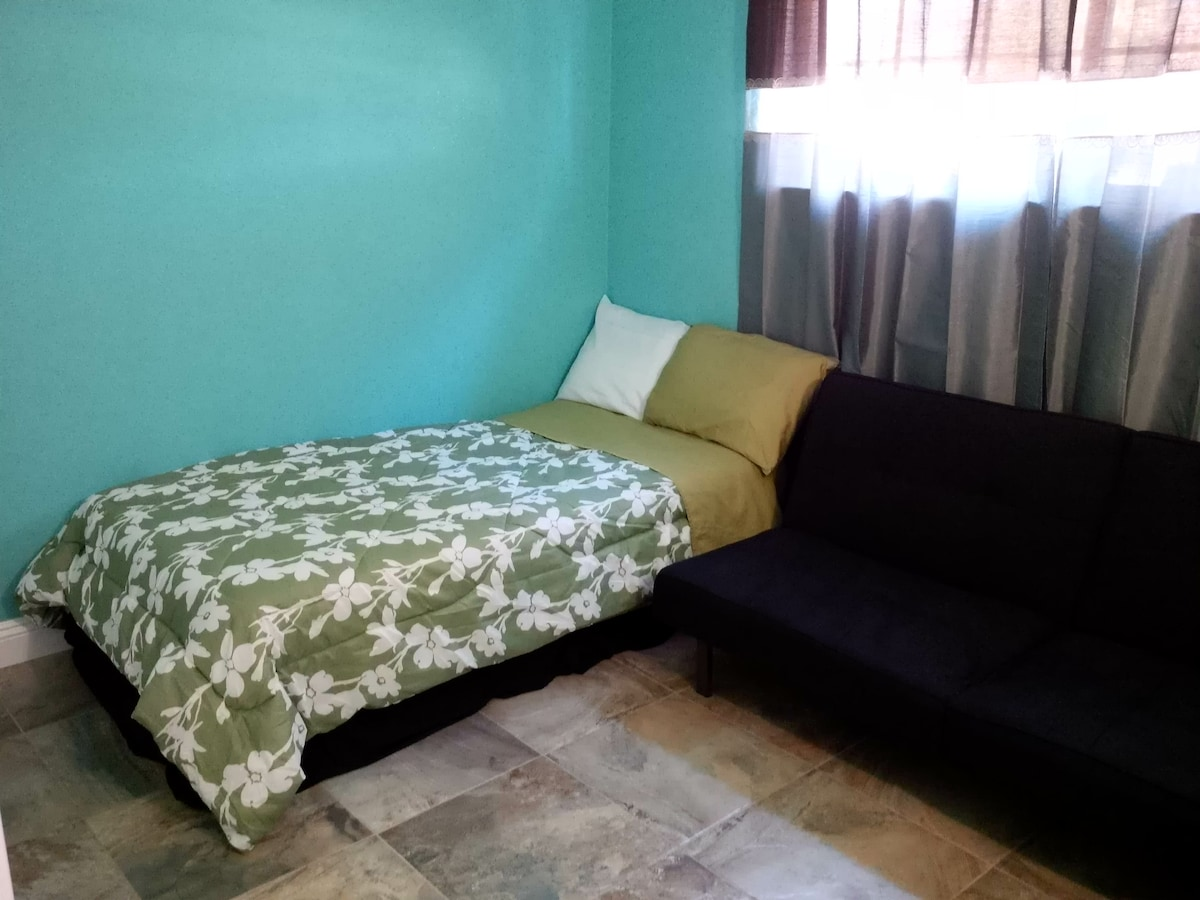 Private room 2 mi. from Ont Airport