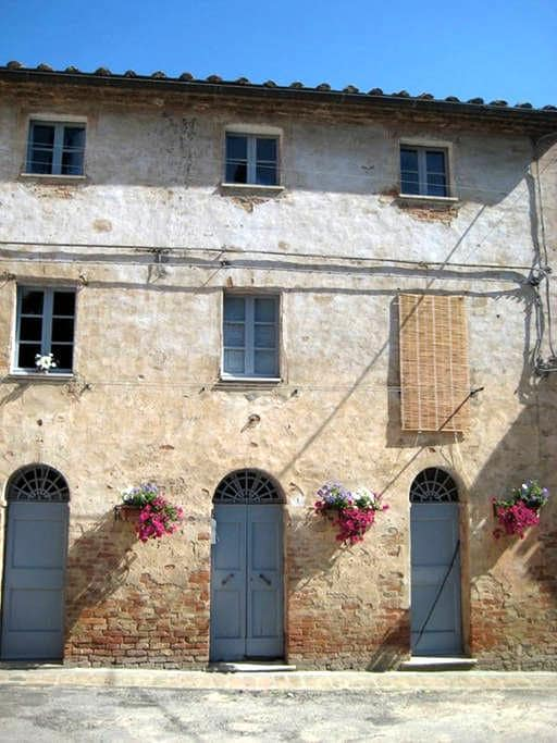 House in Medieval Tuscan Village - Monterongriffoli - Huis