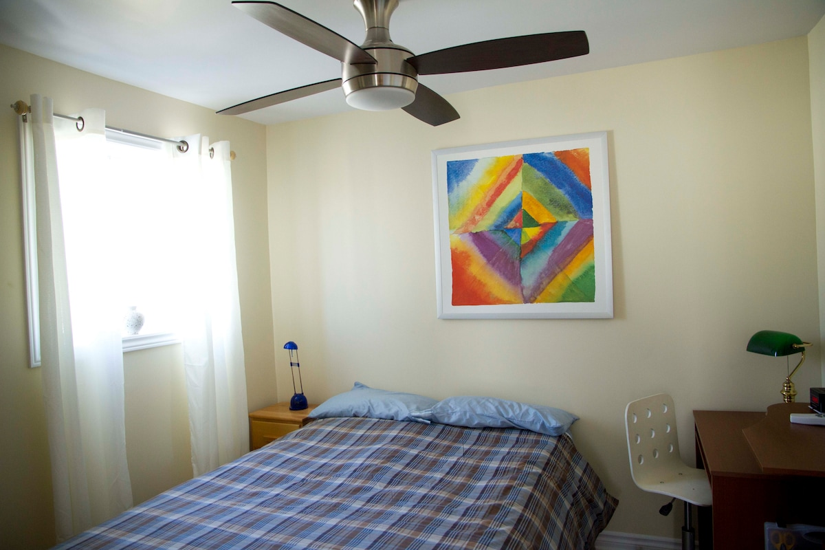 The small bedroom is equipped with an Iphone docking station, a double size bed, a working desk.