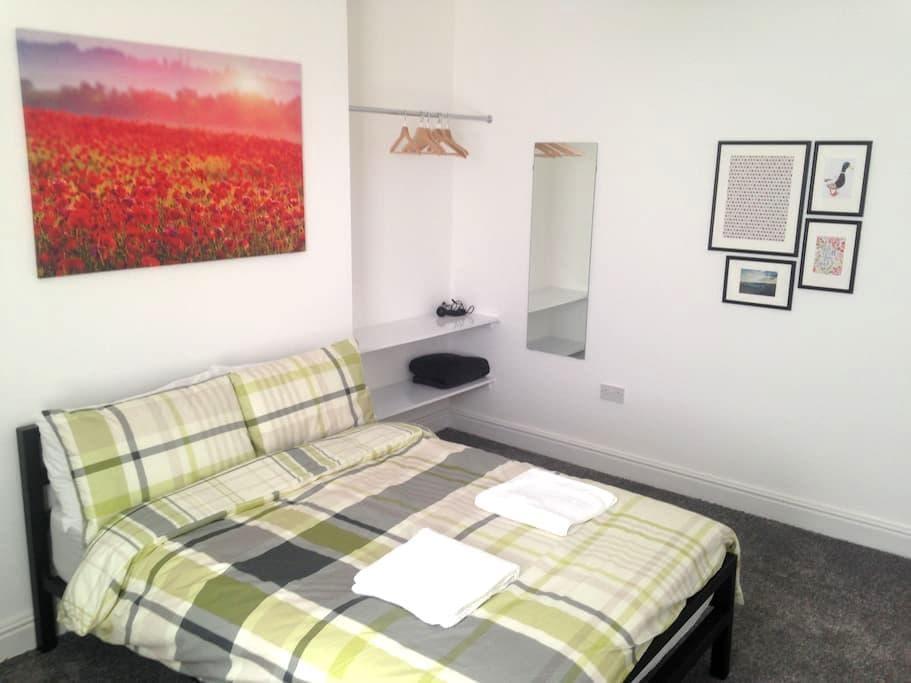 Sunny double bedroom in Liverpool - Liverpool - Rumah