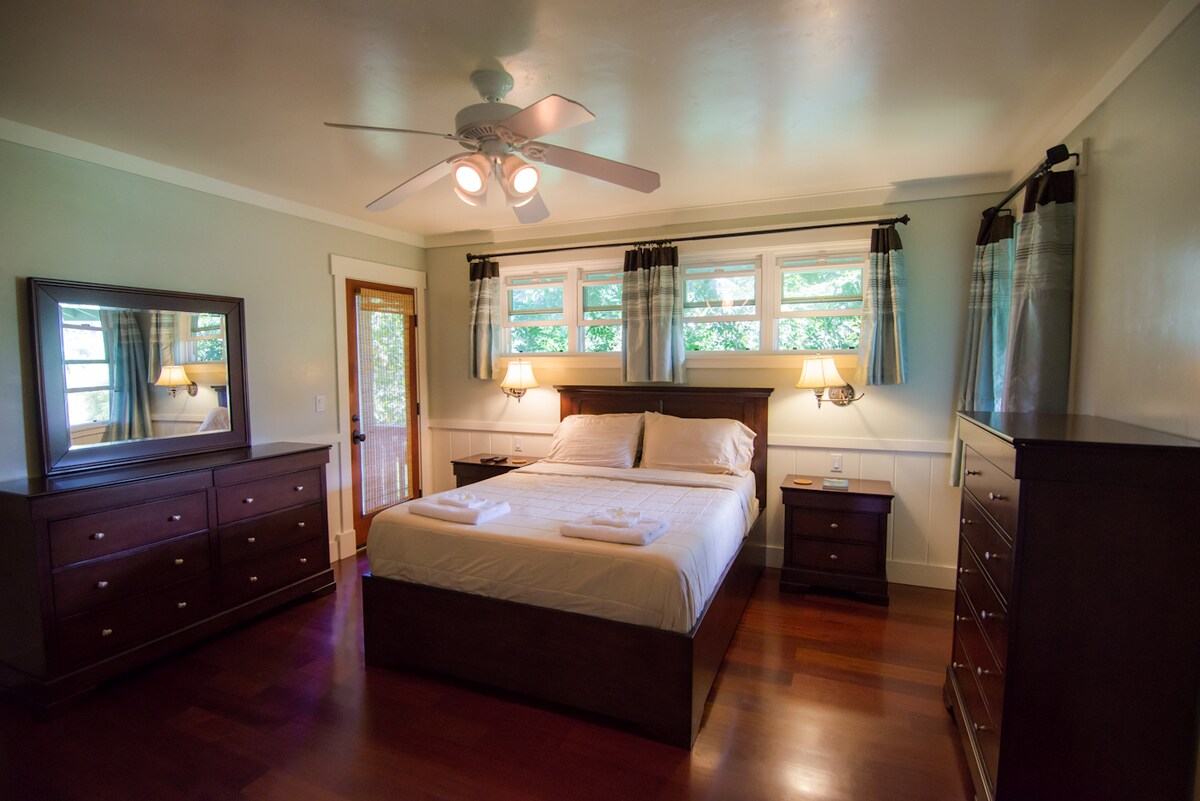 Luxury Master Suite with Jacuzzi